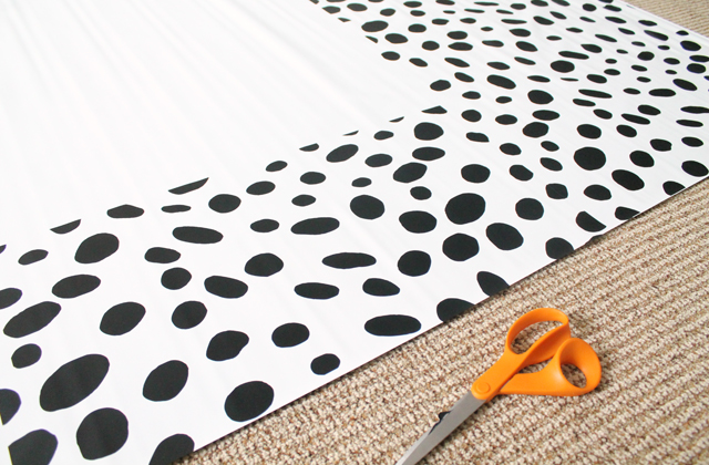 applying vinyl pattern to roller shade