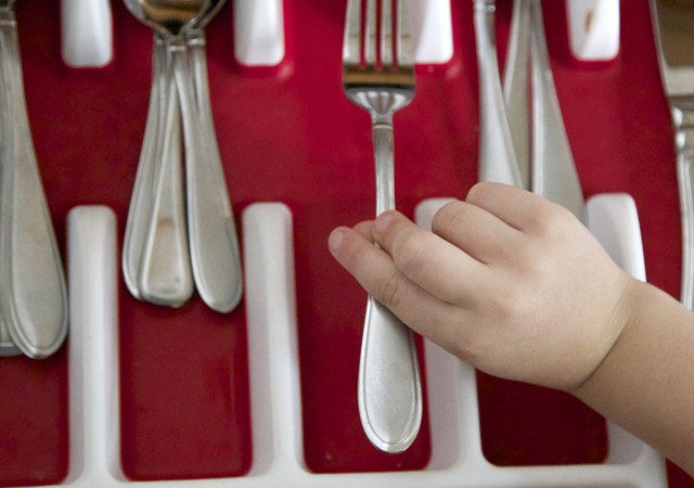 teach-kids-to-help-with-dishes