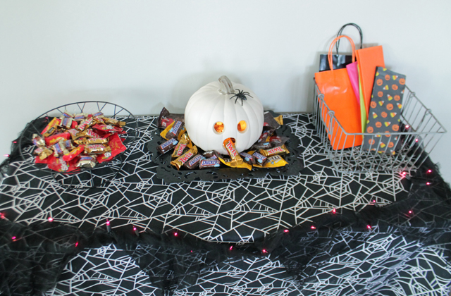 halloween-party-table