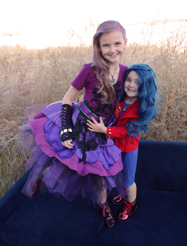 Mal and Evie Descendants 2