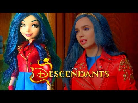 Disney Descendants 2 Costumes: Mal & Evie