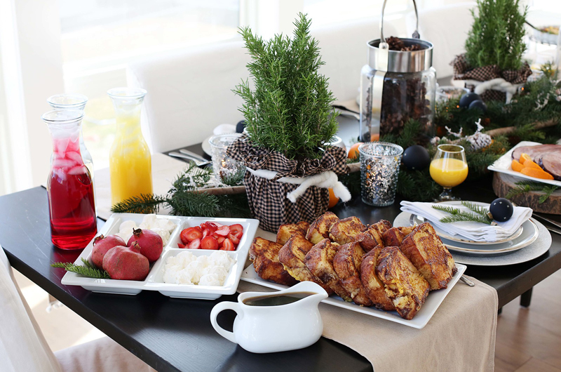 Christmas brunch table - french toast